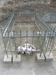 Lieu d'inhumation de Georges Clemenceau - Français:   Sépulture de Georges Clemenceau (et de son père à droite) ferme du \