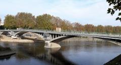 Pont Camille-de-Hogues - Français:   Châtellerault - Pont Camille-de-Hogues vu de l\'amont