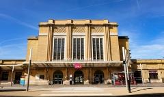 Gare de Belfort - English: Façade principale de la gare de Belfort ville, en 2018.