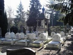 Cimetière de Liers - English:   en:Sainte-Geneviève-des-Bois Russian Cemetery  Source: en:fr:Image:Cimetiere russe017.jpg  Author: en:fr:Utilisateur:O.perrin
