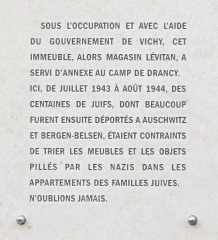 Camp de Drancy, puis Cité de la Muette - English: Plaque sur les anciens magasins de meubles Levitan: 85-87 rue du faubourg Saint-Martin, Paris 10th arrond. The text is:  During the German occupation of Paris, and with the help of the French government of Vichy, this building, at that time furniture shop Levitan, was an annex of the deportation camp of Drancy. Here from july 1943 to august 1944, hundred of jewish people (whose many were afterwards deported to the camps of Auschwitz and Bergen-Belsen) were obliged to sort the furniture and the objects stolen by nazis in the flats of the jewish families. Never forget.