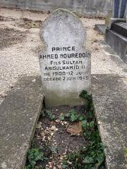 Cimetière musulman - Türkçe: Sultan II. Abdülhamid'in oğlu Şehzade Ahmed Nureddin Efendi'nin Bobigny Müslüman Mezarlığı'ndaki kabri, Paris.