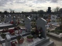 Cimetière musulman - Français:   Des tombes au sein du Cimetière musulman de Bobigny, en mars 2017.