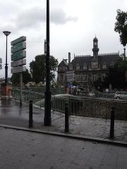 Hôtel de ville -  La mairie de Pantin prèsdu Canal de l'Ourcq.