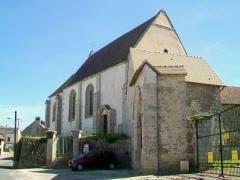 Eglise Saint-Nicolas - Français:   Vue de l\'église depuis le nord-ouest; à gauche, le portail de la cour d\'une ferme mitoyenne à l\'église (façade sud).