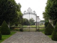 Château - Français:   La grille du château d\'Arnouville-lès-Gonesse (Val-d\'Oise), France