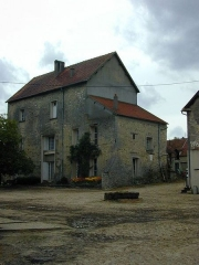Maison forte de la ferme du Colombier - English: Photo of the former jail house of Aincourt