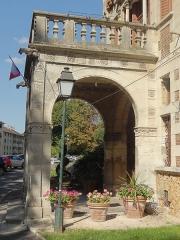Ancien manoir de Miraville, actuelle mairie - Français:   Hôtel de ville ( hôtel de Miraville).