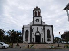 Eglise paroissiale de Saint-Benoît - Français:   Vue de la façade de l\'église de Saint-Louis,à Saint-Louis de La Réunion.