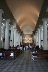 Eglise paroissiale de Saint-Benoît - Français:   Vue de l\'intérieur de l\'église Saint-Benoît de Saint-Benoît de La Réunion.