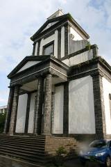 Eglise paroissiale de Saint-Benoît - Français:   Vue de l\'église Saint-Benoît de Saint-Benoît de La Réunion.