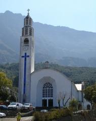 Eglise paroissiale Notre-Dame-des-Neiges - English: moderner Kirchenbau in Cilaos,