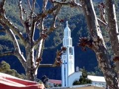 Eglise paroissiale Notre-Dame-des-Neiges -  Cilaos (La réunion) Church, with the caldera walls as a backdrop// l'église de Cilaos (La Réunion), sur fond de caldéra