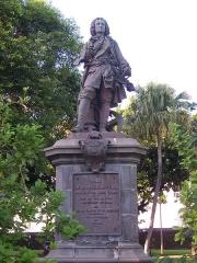 Statue de François Mahé de La Bourdonnais -  Saint-Denis (Réunion): the statue of Mahé de La Bourdonnais
