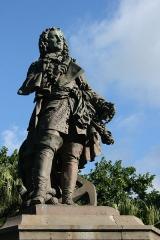 Statue de François Mahé de La Bourdonnais - Français:   La statue de François Mahé de La Bourdonnais à Saint-Denis de La Réunion.