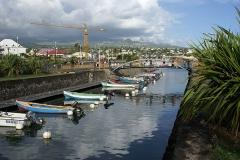 Bassin de radoub, situé dans le port de Saint-Pierre - English:   Harbour of Saint-Pierre-de-la-Réunion (the old basin)