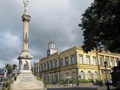 Monument aux morts de la Grande Guerre - Deutsch: Saint-Denis: Altes Rathaus, L'Hôtel de Ville
