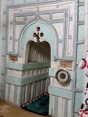 Mosquée du 16e siècle - Français:   Intérieur de la mosquée de Tsingoni (Mayotte), mirhab après les travaux de rénovation (2017).