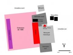 Mosquée du 16e siècle - Français:   Schéma de la mosquée de Tsingoni (Mayotte), avec les extensions successives et les mausolées shiraziens. Document réalisé à partir d\'un schéma de la Direction des affaires culturelles de Mayotte présent dans l\'exposition à l\'intérieur du musée (2017).