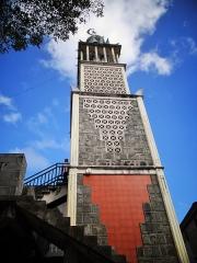 Mosquée du 16e siècle - Français:   Le minaret de la mosquée de Tsingoni, à Mayotte.