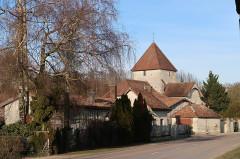 Eglise Saint-Amand - Français:   Donnement, église dans son cadre