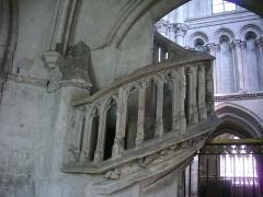 Eglise de la Madeleine et ancien cimetière - Jubé de l'église de la Madeleine de Troyes (Aube, France): escalier d'accès