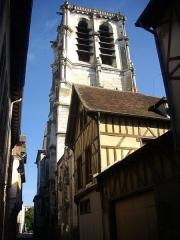Eglise de la Madeleine et ancien cimetière - Église de la Madeleine de Troyes (Aube, France), clocher vu du sud