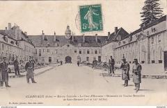 Ancienne abbaye de Clairvaux - Français:   La cour d\'honneur de la maison-centrale de Clairvaux