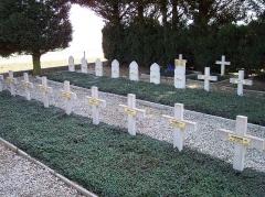 Fortifications de la ligne Maginot dites Ouvrages de la Ferté - Français:   Quelques croix du cimetière du fort de Villy-la Ferté - France