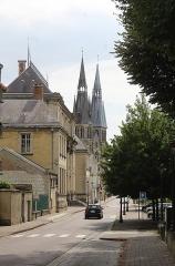 Eglise Notre-Dame-en-Vaux et son cloître - English: Châlons-en-Champagne, Quai Eugène Perrier, view to the Collégiale Notre-Dame-en-Vaux