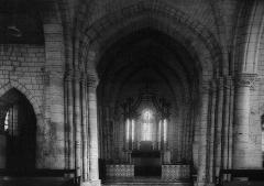 Eglise - Français:   une vue de cf. le titre.
