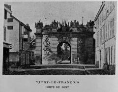 Porte du Pont - Français:   publié dans le \