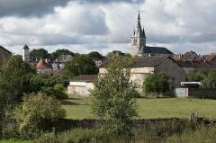 Eglise - Français:   Châteauvillain: vue générale sur la cité