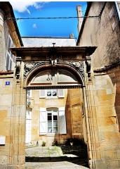 Hôtel du Gouvernement - Français:   Portail de l\'ancien hôtel du gouverneur