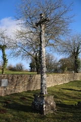 Croix du 15s située dans le cimetière - Français:   Croix de cimetière de Verseilles-le-Haut: Côté Christ en croix tournant le dos à l\'église.