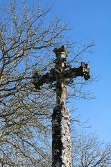 Croix du 15s située dans le cimetière - Français:   Croix de cimetière de Verseilles-le-Haut: Christ en croix tournant le dos à l\'église.
