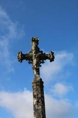 Croix du 15s située dans le cimetière - Français:   Croix de cimetière de Verseilles-le-Haut: Vierge à l\'enfant faisant face à l\'église.