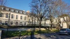 Chateau de Parangon - Français:   Le château du Parangon à Joinville-le-Pont vu depuis la rue de Paris