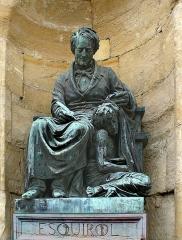 Hôpital Esquirol (ancien asile de Charenton) - Deutsch: Statue von Esquirol im Hospiz zu Charenton, Saint-Maurice, Val-de-Marne, Frankreich