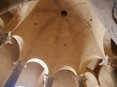 Baptistère dit le Panthéon (chapelle circulaire) - Deutsch: Baptistère de Riez Bögen
