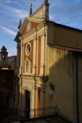 Eglise paroissiale, chapelle Saint-Esprit et tour Grimaldi - English: The Cathédrale d'Antibes, from the square in front of the Musée Picasso.  (dsc02806)