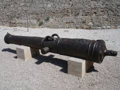 Fort, actuellement Musée de la Mer - Français:   Canon «l\'Inconnu» sur l\'île Sainte-Marguerite au large de Cannes