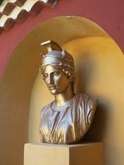 Domaine des Colombières - English: Bust of Athena of the villa of the domaine des Colombières (Alpes-Maritimes, France).