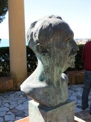 Domaine des Colombières - English: Buste of Ferdinand Bac in the domaine des Colombières (Alpes-Maritimes, France).