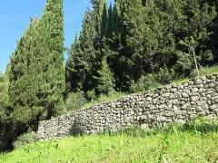 Domaine des Colombières - English: Restanques (dry wall) of the domaine des Colombières (Alpes-Maritimes, France).