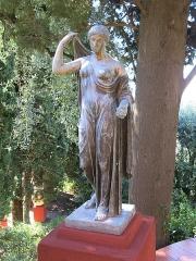 Domaine des Colombières - English: Venus genitrix statue in the domaine des Colombières (Alpes-Maritimes, France).