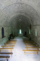 Eglise Sainte-Pétronille - Français:   Vue intérieure de l\'église romane Sainte Pétronille, à la Roque-en-Provence (Roquestéron-Grasse, Alpes Maritimes, France). Le mobilier cultuel est d\'époque actuelle, l\'autel est entièrement en pierre de taille