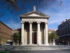 Ensemble concerté constitué au fond du port Lympia -  Nice-L'église Notre Dame du port
