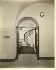 Maison -  Local Accession Number: 19 Description: Photo of the stairway in the White House while Wilson was president.  Photographer: Unknown Source: Research Library, 20th Century Fox Size: 8x10 Medium: Print, Black and White  Date: 1914