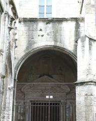 Ancien couvent des Dominicains ou Frères Prêcheurs - Arles (Bouches-du-Rhône_France), église des Dominicains ou Frères Prêcheurs, au fond de l'impasse de l'abbé Grégoire,  porche de l'entrée sud.